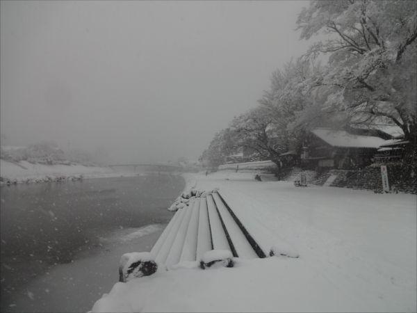 大雪で伊勢市は機能停止